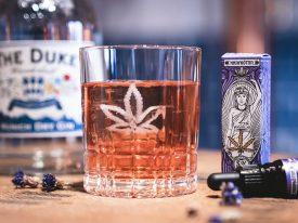 CBD Cannabis Cocktails mit HANFGÖTTIN & THE DUKE Gin. Cheers!